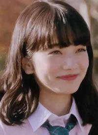 日本女明星小松菜奈甜美发型图片