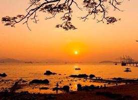 迷人的海上日出图片