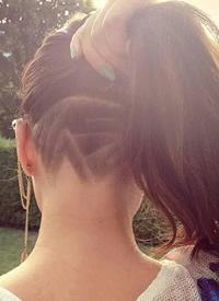 酷帅女孩的undercut发型图片