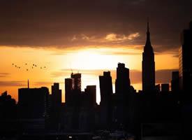 黄昏的光,在城市编织一场光影游戏