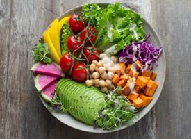 营养丰富的蔬菜沙拉图片