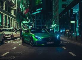 夜太美之梅赛德斯AMG GT R,绿色小精灵
