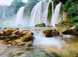 壮观的瀑布风景图片