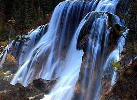 瀑布有着一泻千里的气势