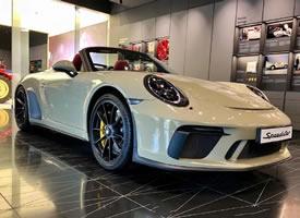 一组白色保时捷911 Speedster图片
