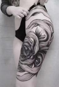 一组大腿侧面纹身性感女生纹身