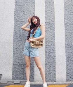 孔雪儿露脐装甜酷街拍图片