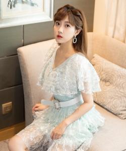 李艺彤轻纱短裙性感写真图片