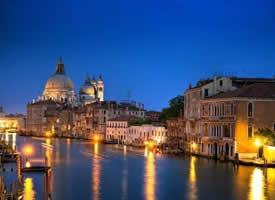 威尼斯,一个出门全靠桨的水上城市