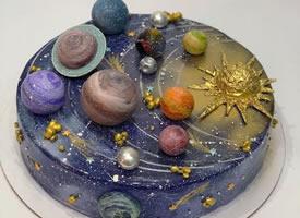 一组独特造型的慕斯蛋糕