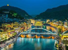 美轮美奂的凤凰古城夜景图片