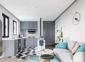 北欧风小户型,沙发背景隐藏式壁床设计