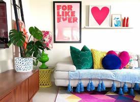 颜色丰富多彩的家
