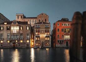 威尼斯的夜晚美景图片