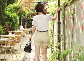 清新淡雅的女生背影图片