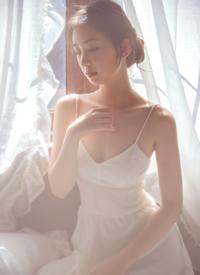 极品美女吊带长裙丰满诱人写真图片
