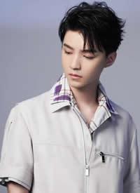明星王俊凯时尚酷帅写真图片