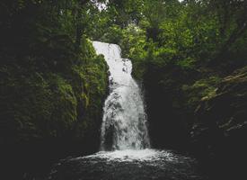 溪流瀑布唯美风景图片