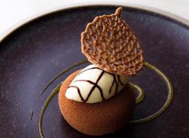 一组极具设计感的餐厅甜点造型灵感