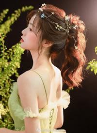 一组清爽的女生夏日鲜花造型图片