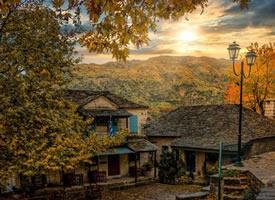 希腊小镇的日落时分