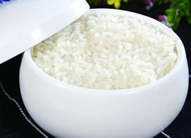 柔软可口的白米饭图片