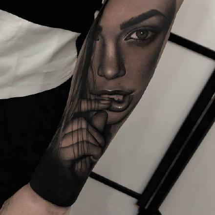 点击大图看下一张:一组欧美写实女人手臂纹身图案