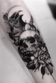 一组素描点刺暗黑纹身图案
