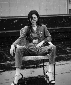 曾可妮黑白雨中大片图片