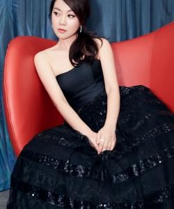 闫妮黑色抹胸礼服活动照图片