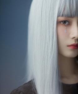 徐艺洋银发泪钻玩偶妆写真图片