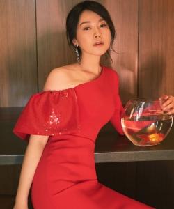 闫妮上海电视节性感写真图片