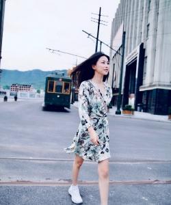 朱珠印花裙清爽街拍图片
