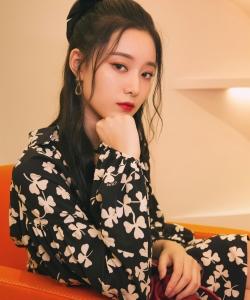 徐艺洋复古连衣裙清新性感图片