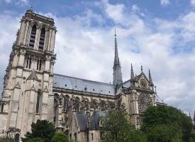 巴黎圣母院是古老巴黎的象征