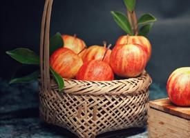 一组又香又脆的大苹果图片