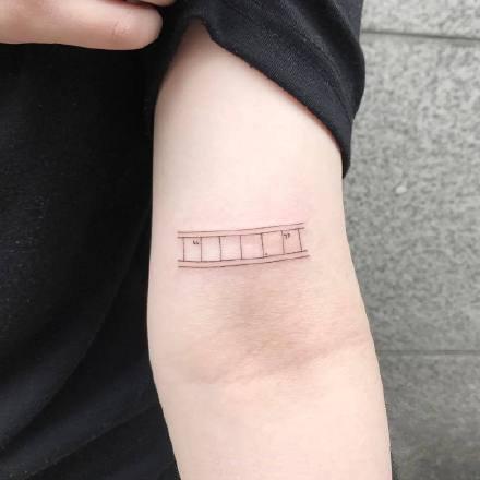 点击大图看下一张:一组手臂彩绘可爱纹身图案