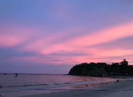 从傍晚到日落,分享一片动人的粉色天空
