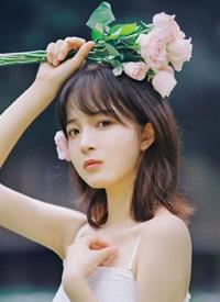 清新日系美女吊带裙户外性感写真