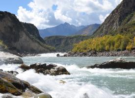 风光旖旎的雅鲁藏布大峡谷图片