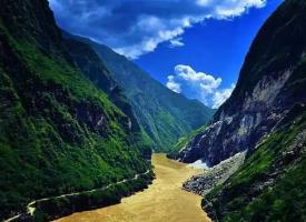 风景秀丽的雅鲁藏布大峡谷图片
