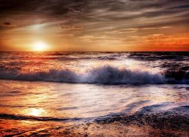 一组黄昏时的沙滩图片