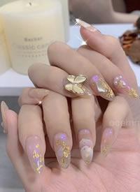 一组美美的蝴蝶气质美甲图片