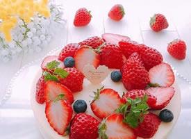 一组草莓满满的蛋糕图片欣赏