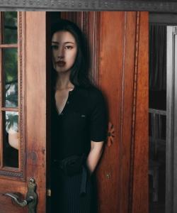 朱珠黑裙性感优雅写真图片