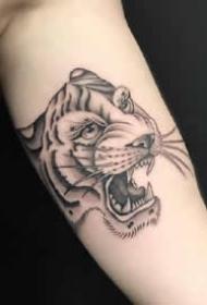 一组帅气的黑灰手臂纹身图案