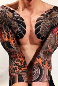 一组新传统男生花臂纹身