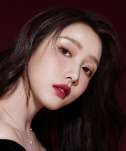 姜贞羽热辣红唇迷人广告图片