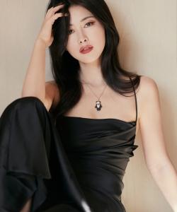 朱珠吊带黑裙性感写真图片