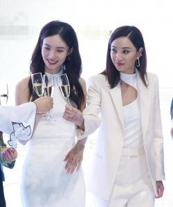 金晨郑希怡同台双白衣惊艳出场活动图片